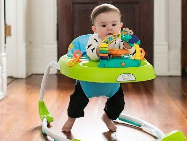 Girello per bambini: perchè i pediatri lo sconsigliano